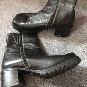 Avenue half black boots